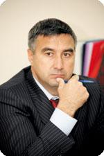 Василь Шайхразиев побывал на месте пожара храма Рождества Христова в Набережных Челнах