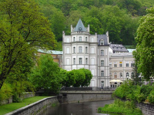 Город-курорт Карловы Вары был основан приблизительно в 1350г чешским королем и...